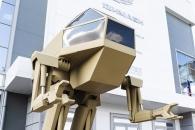 로보캅 속 로봇이 현실로…'이족보행 로봇' 러시아서 공개