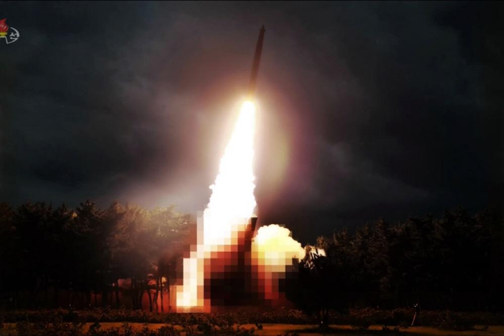[김대영의 무기 인사이드] 북한의 신형 방사포 '대구경조종방사포'