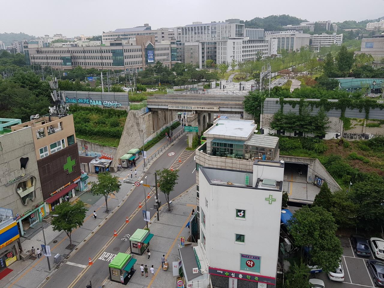 [윤기자의 콕 찍어주는 그곳] 응답하라, 90년대 청춘들이여 - 서울 신촌(新村) 거리