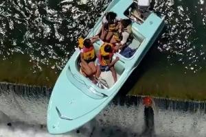 댐에 대롱대롱…美보트, 추락위기서 구조