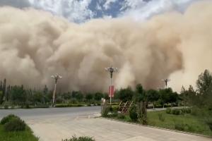 영화처럼…100m 모래폭풍 덮친 중국 상황