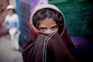 '어린 신부'와 탈출 아프간 男,조혼 의심